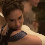 Orgulho e Preconceito e Zumbis é fiel à obra de Jane Austen, diz Lily James