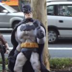 Artista vende estátuas de personagens da cultura nerd na Avenida Paulista