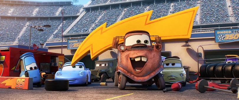 Personagens clássicos como o caminhão de reboque Mate, o empilhador Guido, o Fiat 500 Luigi e Sally Carrera estão de volta. (Foto: Disney•Pixar)