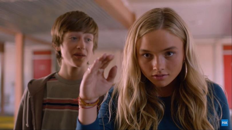 A caçada começa quando os irmãos Andy e Lauren demonstram suas habilidades na escola. (Foto: FOX)