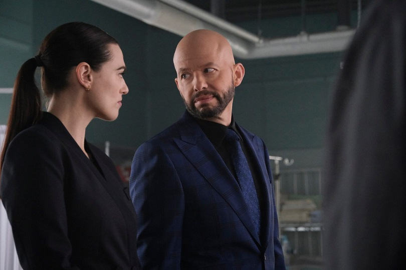 Lex Luthor tenta manobrar sua irmã, Lena (Katie McGrath), contra Supergirl. (Foto: Bettina Strauss/The CW)