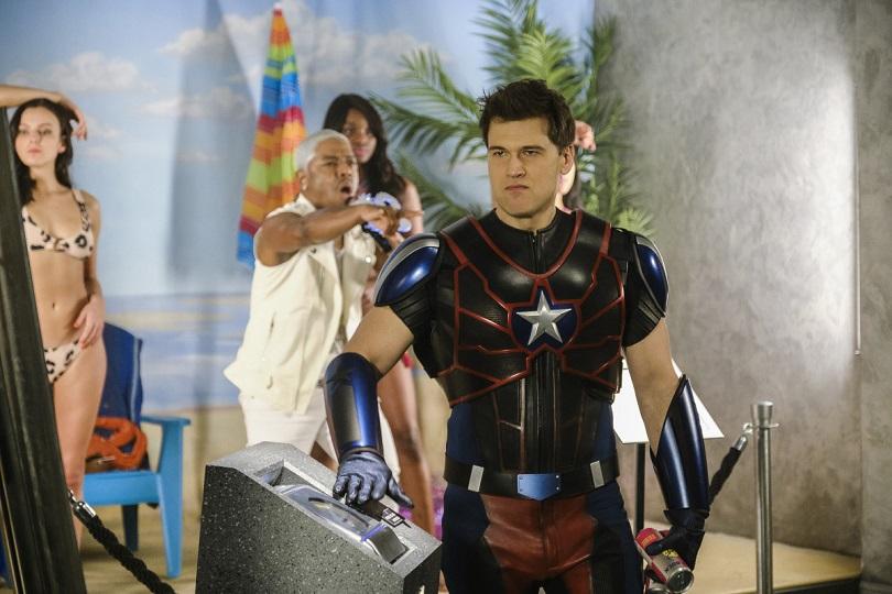 Nick Zano e Sisqo em cena da 5ª temporada de Legends of Tomorrow