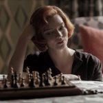 O Gambito da Rainha abre portas para belezas e mazelas do xadrez