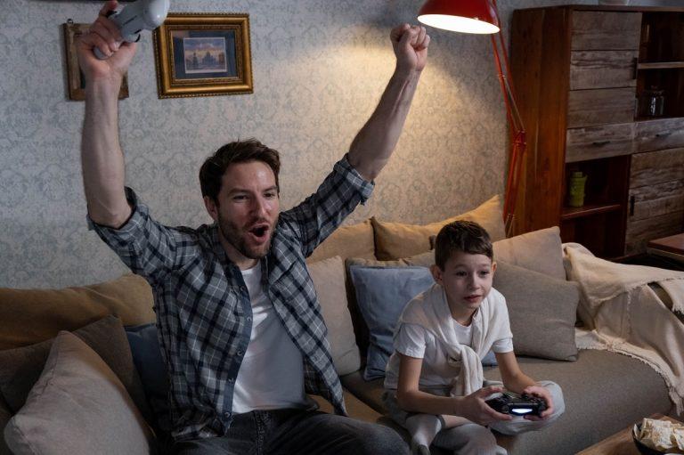 Guia para os pais jogarem em família e com segurança